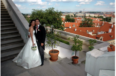 Wedding in Prague Ledeburska Garden
