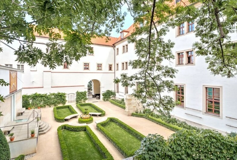Old monastery garden at the augustine hotel wedding in for Hotel prague design