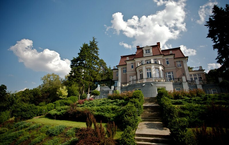 Wedding receptions in prague art deco villa libechov for Plant de villa